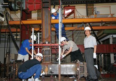 鉄骨構造の柱梁接合部の実大実験-neu
